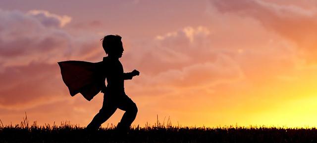 川沿いを走るスーパーヒーロー