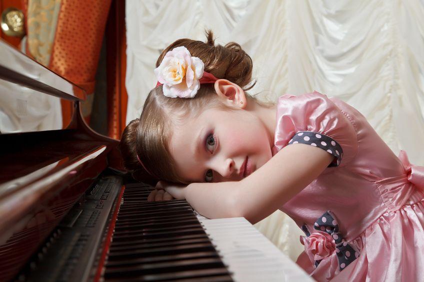 女の子:ピアノ