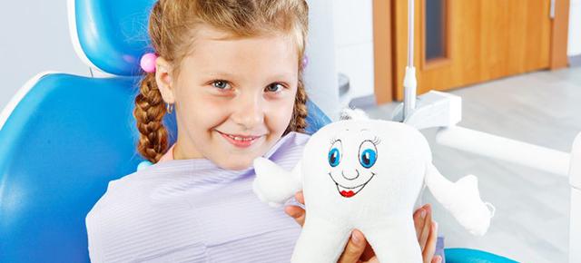 女の子:歯医者さん