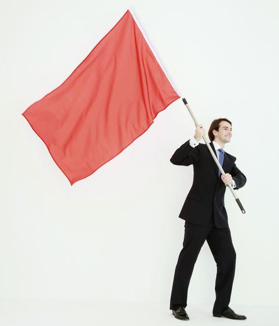 旗を立てる男
